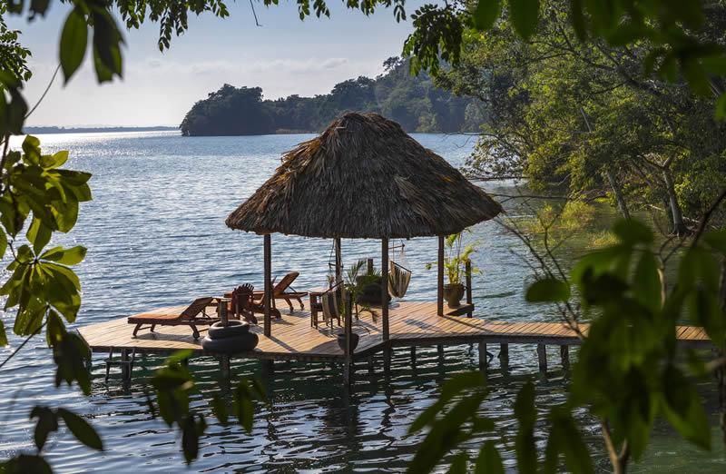 lalancha-overwater-deck